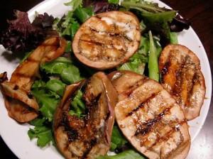 Салат с копченой курицей и баклажанами