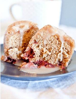 Рецепт клубнично-ванильного кекса со сливочной глазурью, в микроволновой печи
