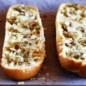 Рецепт хлеба с сыром, маслинами и оливками